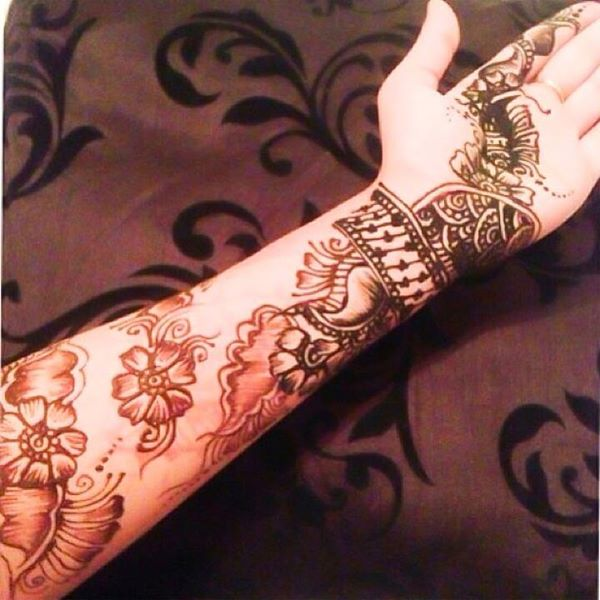 Naila will be at SnS 2014 offering her Henna services with ALL proceeds going to charity! Yay!! Follow her on: Instagram/Twitter: @NailaxAshxMehndhi Facebook: Facebook.com/NailaxAshxMehndi